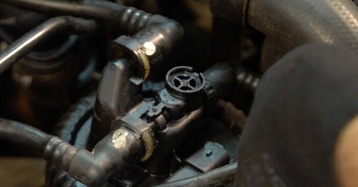 Wie Kraftstofffilter CITROËN XSARA PICASSO (N68) 1.6 HDi 2000 austauschen - Schrittweise Handbücher und Videoanleitungen