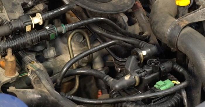 Wie CITROËN XSARA 1.6 16V 2003 Kraftstofffilter ausbauen - Einfach zu verstehende Anleitungen online