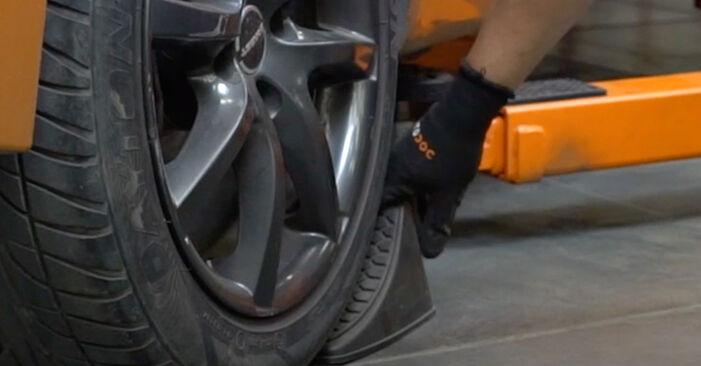 PEUGEOT 207 1.4 Bremsbeläge ausbauen: Anweisungen und Video-Tutorials online