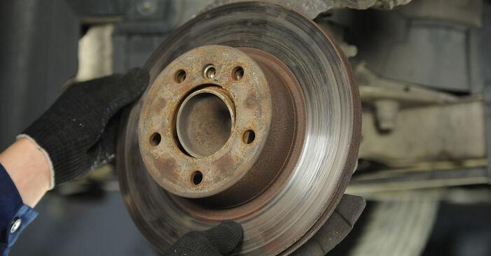 Zweckdienliche Tipps zum Austausch von Bremsscheiben beim BMW 3 Limousine (E90) 318d 2.0 2010
