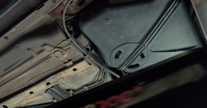 Wie Kraftstofffilter FORD Fiesta Mk5 Schrägheck (JH1, JD1, JH3, JD3) 1.4 16V 2002 austauschen - Schrittweise Handbücher und Videoanleitungen
