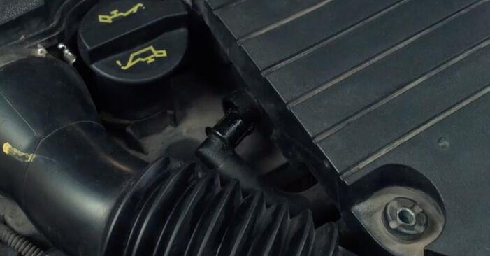Wie schwer ist es, selbst zu reparieren: Luftfilter Ford Fiesta Mk5 1.6 16V 2007 Tausch - Downloaden Sie sich illustrierte Anleitungen