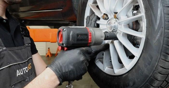 Ar sudėtinga pasidaryti pačiam: Ford Fiesta Mk5 1.6 16V 2007 Skersinės vairo trauklės galas keitimas - atsisiųskite iliustruotą instrukciją