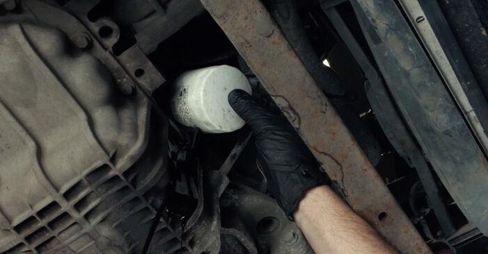 Så lång tid tar det att byta Oljefilter på Ford Fiesta Mk5 2009 – informativ PDF-manual