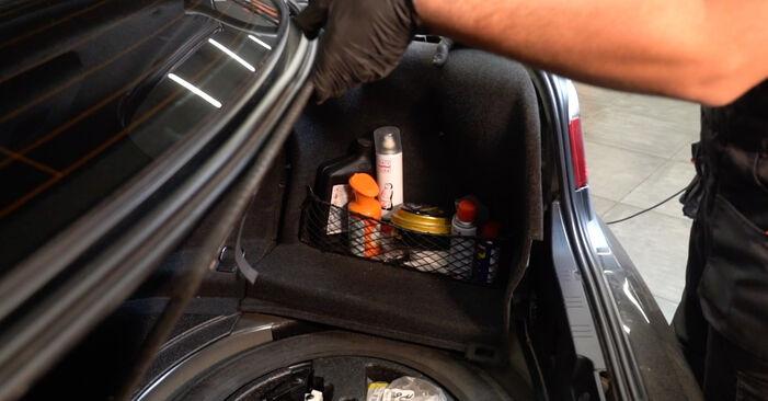 Wechseln Stoßdämpfer am BMW 5 Limousine (E60) 520i 2.2 2004 selber