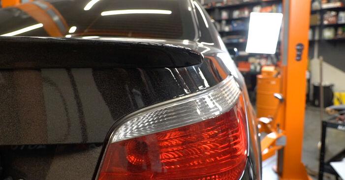 Wie BMW 5 SERIES 525d 3.0 2005 Stoßdämpfer ausbauen - Einfach zu verstehende Anleitungen online