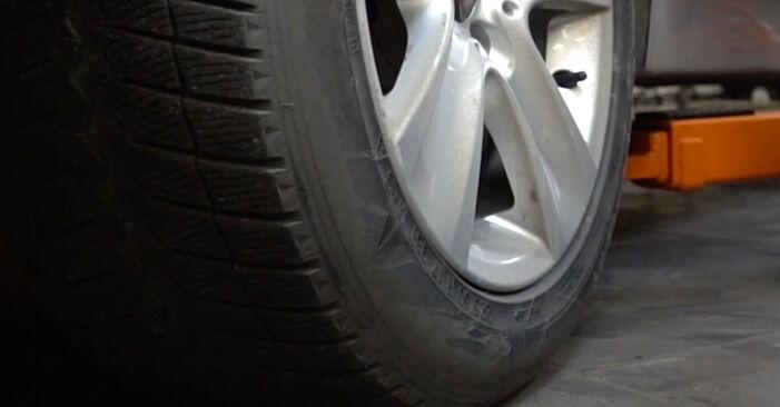 Wie schwer ist es, selbst zu reparieren: Stoßdämpfer BMW E60 530i 3.0 2007 Tausch - Downloaden Sie sich illustrierte Anleitungen