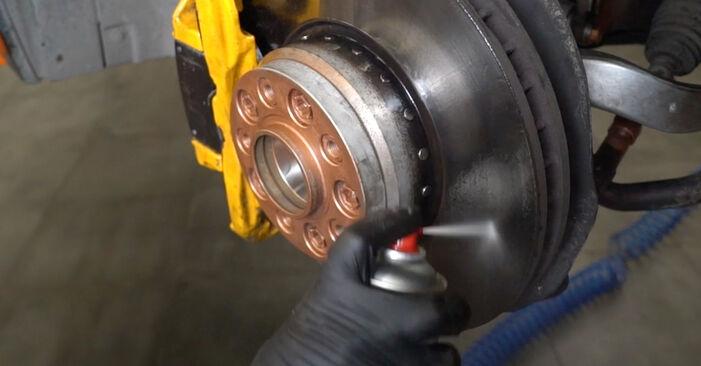 Как да сменим BMW 5 (E60) 530d 3.0 2002 Свързваща щанга - стъпка по стъпка инструкции и видео ръководства
