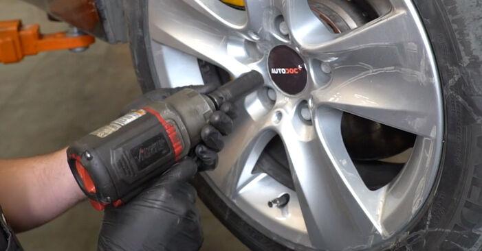 Как се сменя Свързваща щанга на BMW 5 (E60) 520i 2.2 2004 самостоятелно