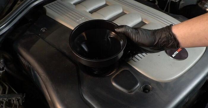 Austauschen Anleitung Ölfilter am BMW E60 2001 530d 3.0 selbst