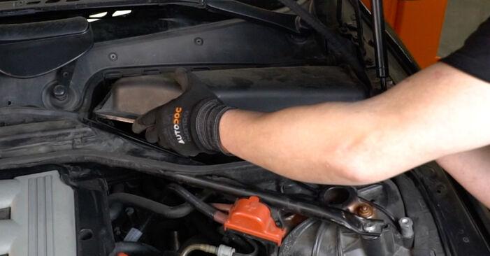 Wie schwer ist es, selbst zu reparieren: Luftfilter BMW E60 530i 3.0 2007 Tausch - Downloaden Sie sich illustrierte Anleitungen
