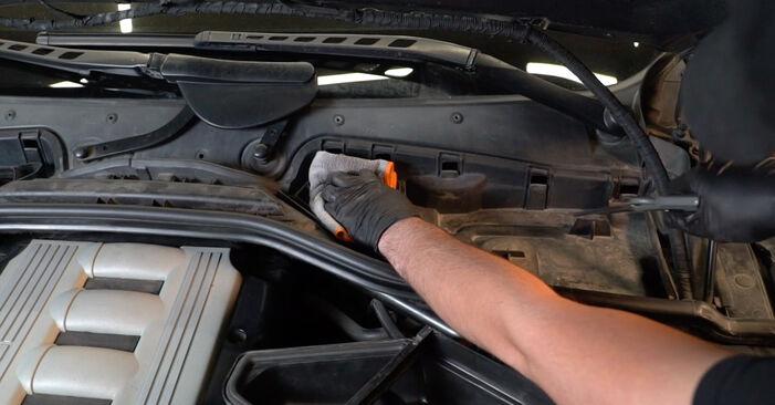 Hvordan man skifter Pollenfilter på BMW 5 Sedan (E60) 2003 - råd og tricks