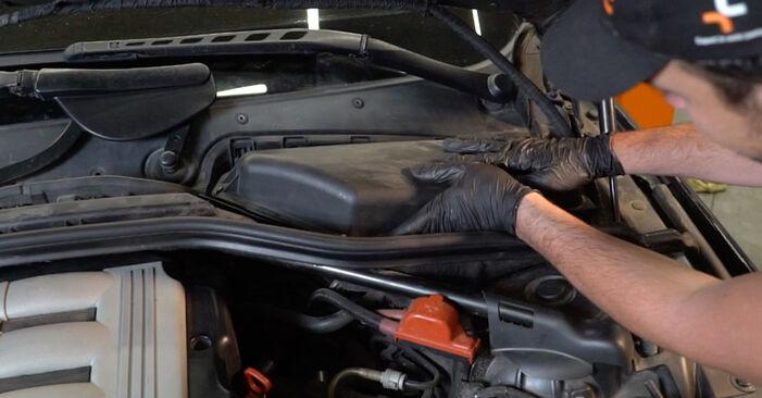 Hvordan man udskifter Pollenfilter på BMW 5 Sedan (E60) 2006: hent PDF manualer og video instruktioner