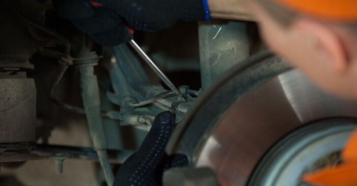 Kaip nuimti BMW 5 SERIES 525d 3.0 2005 Amortizatoriaus Atraminis Guolis - nesudėtingos internetinės instrukcijos