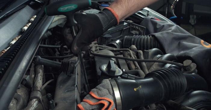 Schritt-für-Schritt-Anleitung zum selbstständigen Wechsel von Ford Fiesta Mk5 2004 ST150 2.0 Zündkerzen