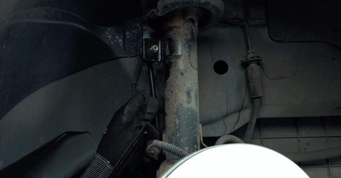 Svépomocná výměna Zkrutna tyc na autě Ford Fiesta Mk5 2001 1.4 TDCi
