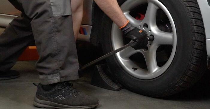 Wie schwer ist es, selbst zu reparieren: Stoßdämpfer BMW E39 525i 2.5 2001 Tausch - Downloaden Sie sich illustrierte Anleitungen