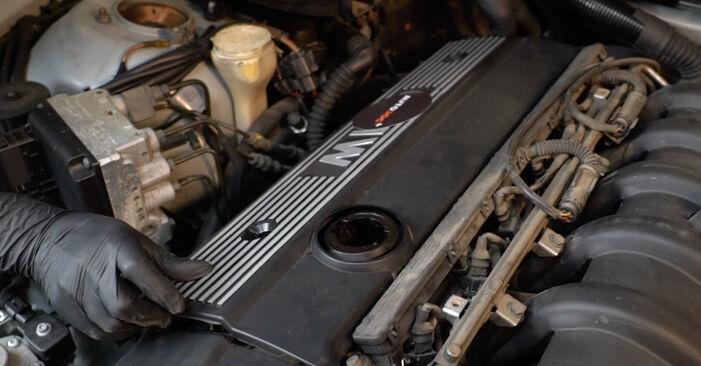 Zündkerzen Ihres BMW E39 540i 4.4 2003 selbst Wechsel - Gratis Tutorial