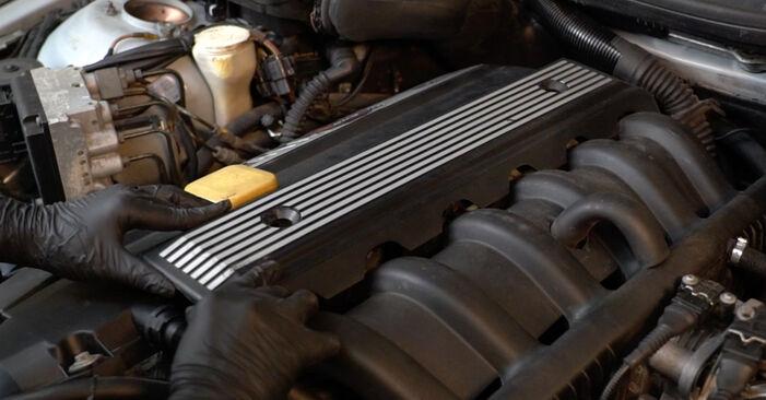 Tausch Tutorial Zündkerzen am BMW 5 Limousine (E39) 1998 wechselt - Tipps und Tricks