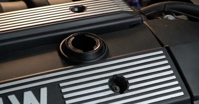 Ölfilter beim BMW 5 SERIES 520i 2.2 2002 selber erneuern - DIY-Manual