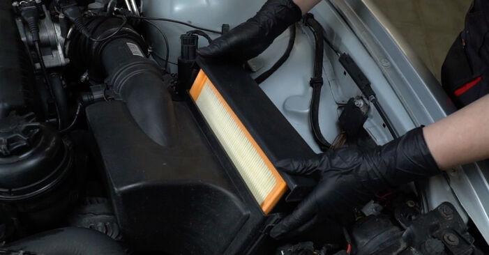 Luftfilter beim BMW 5 SERIES 520i 2.2 2002 selber erneuern - DIY-Manual