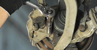 Wechseln Bremsscheiben am AUDI A4 (8D2, B5) 1.8 T 1997 selber