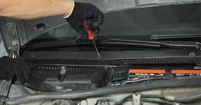 Innenraumfilter Audi A4 B5 Limousine 1.8 1996 wechseln: Kostenlose Reparaturhandbücher