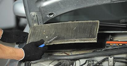 Wie schwer ist es, selbst zu reparieren: Innenraumfilter Audi A4 B5 Limousine S4 2.7 quattro 2000 Tausch - Downloaden Sie sich illustrierte Anleitungen