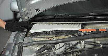Innenraumfilter Ihres Audi A4 B5 Limousine 1.6 1994 selbst Wechsel - Gratis Tutorial