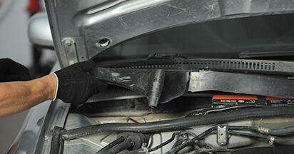 Austauschen Anleitung Innenraumfilter am Audi A4 B5 Limousine 1996 1.6 selbst