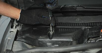 Tausch Tutorial Innenraumfilter am AUDI A4 (8D2, B5) 1998 wechselt - Tipps und Tricks