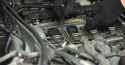 Wie Zündkerzen Audi A4 B5 Limousine 1.6 1994 tauschen - Kostenlose PDF- und Videoanleitungen