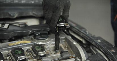Wie schwer ist es, selbst zu reparieren: Zündkerzen Audi A4 B5 Limousine S4 2.7 quattro 2000 Tausch - Downloaden Sie sich illustrierte Anleitungen