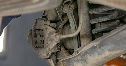 Ersetzen Sie Bremsscheiben am MERCEDES-BENZ C-CLASS (W202) C 220 CDI 2.2 (202.133) 1996 selber