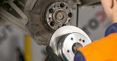 Wie lange braucht der Teilewechsel: Bremsscheiben am Mercedes W202 1993 - Einlässliche PDF-Wegleitung