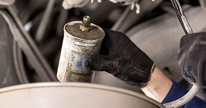 Kuinka poistaa MERCEDES-BENZ C-CLASS C 200 2.0 (202.020) 1997 -auton Polttoainesuodatin - helposti seurattavat online-ohjeet