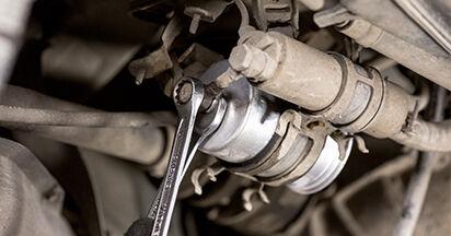 MERCEDES-BENZ C-CLASS 2000 -auton Polttoainesuodatin: vaihe-vaiheelta -vaihto-opas