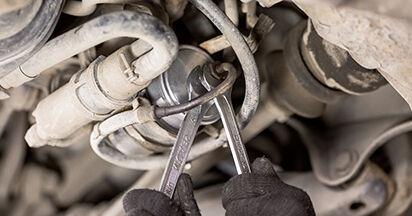 MERCEDES-BENZ C-CLASS C 220 2.2 (202.022) Polttoainesuodatin vaihto: online-oppaat ja video-oppaat