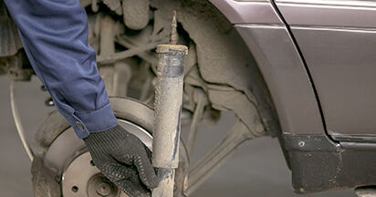 Consigli passo-passo per la sostituzione del fai da te Mercedes W202 1998 C 200 2.0 (202.020) Ammortizzatori