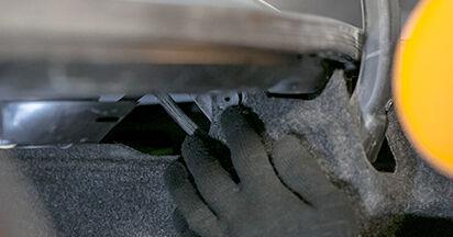 Mercedes W202 C 250 2.5 Turbo Diesel (202.128) 1995 Ammortizzatori sostituzione: manuali dell'autofficina