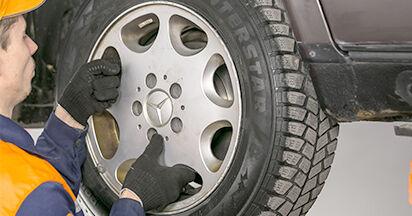 Sostituendo Ammortizzatori su Mercedes W202 1995 C 180 1.8 (202.018) da solo