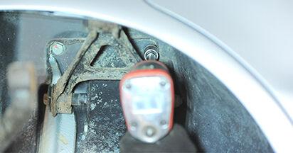 Quanto è difficile il fai da te: sostituzione Ammortizzatori su Audi A4 B5 Sedan S4 2.7 quattro 2000 - scarica la guida illustrata