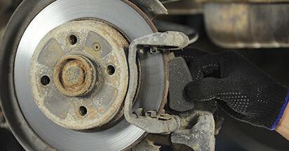 Wie schwer ist es, selbst zu reparieren: Bremsbeläge Opel Astra g f48 2.0 DI (F08, F48) 2004 Tausch - Downloaden Sie sich illustrierte Anleitungen