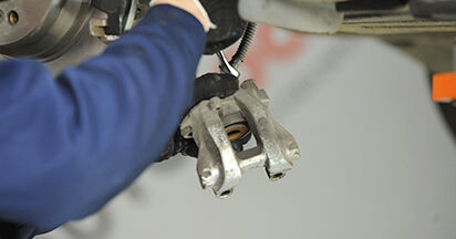 Sostituendo Pinza Freno su Mercedes W211 2004 E 220 CDI 2.2 (211.006) da solo
