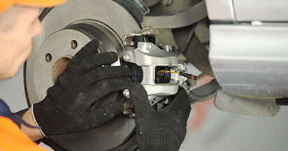 Come cambiare Pinza Freno su Mercedes W211 2002 - manuali PDF e video gratuiti