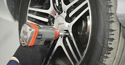 Come cambiare Biellette Barra Stabilizzatrice su Mercedes W211 2002 - manuali PDF e video gratuiti