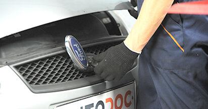 Wie Kraftstofffilter Ford Focus 2 da 1.6 TDCi 2004 tauschen - Kostenlose PDF- und Videoanleitungen