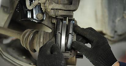 Bremsbeläge beim NISSAN MICRA 1.3 i 16V 1999 selber erneuern - DIY-Manual