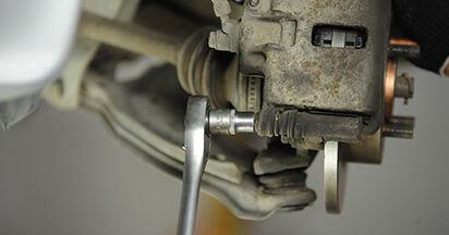 Austauschen Anleitung Bremsbeläge am Nissan Micra k11 2002 1.0 i 16V selbst
