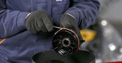PEUGEOT 407 1.8 16V Kraftstofffilter austauschen: Tutorials und Video-Anweisungen online